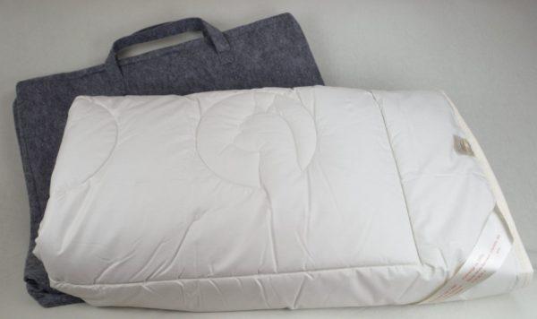 Alpaka Bettdecke mit Filztasche