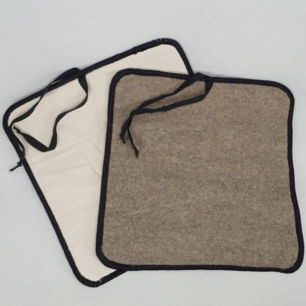 Sitzauflage mit wasserabweisender Unterseite und Alpaka Filz auf der Oberseite