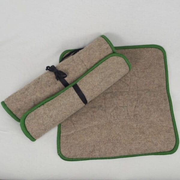 Ansitzfilz aus Alpaka Faser mit grüner Umrandung